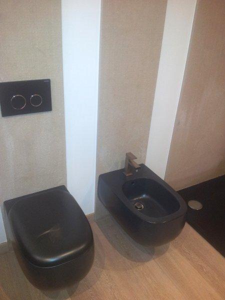 Rifacimento bagno e impianti con fornitura sanitari e piastrelle